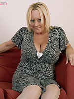 Wendy dirty mature women, with massive tits and a lovely big pink pussy